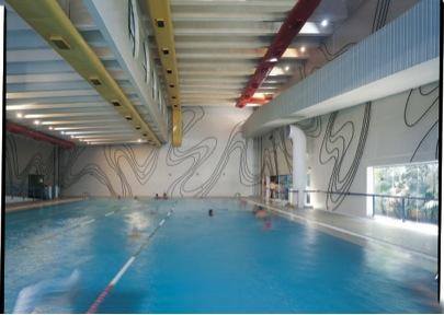 Reflexo D'Água. Intervenção permanente localizada na área das piscinas do Sesc Vila Mariana
