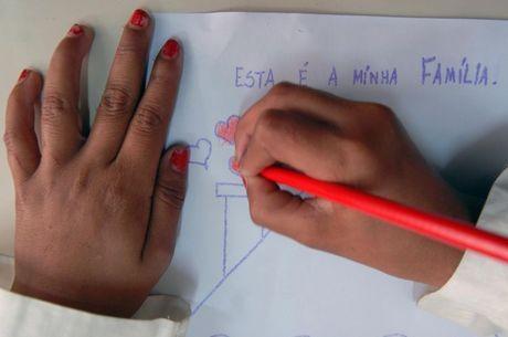alfabetizacao-estudante-aluno-crianca-desenhando-20042019105025481